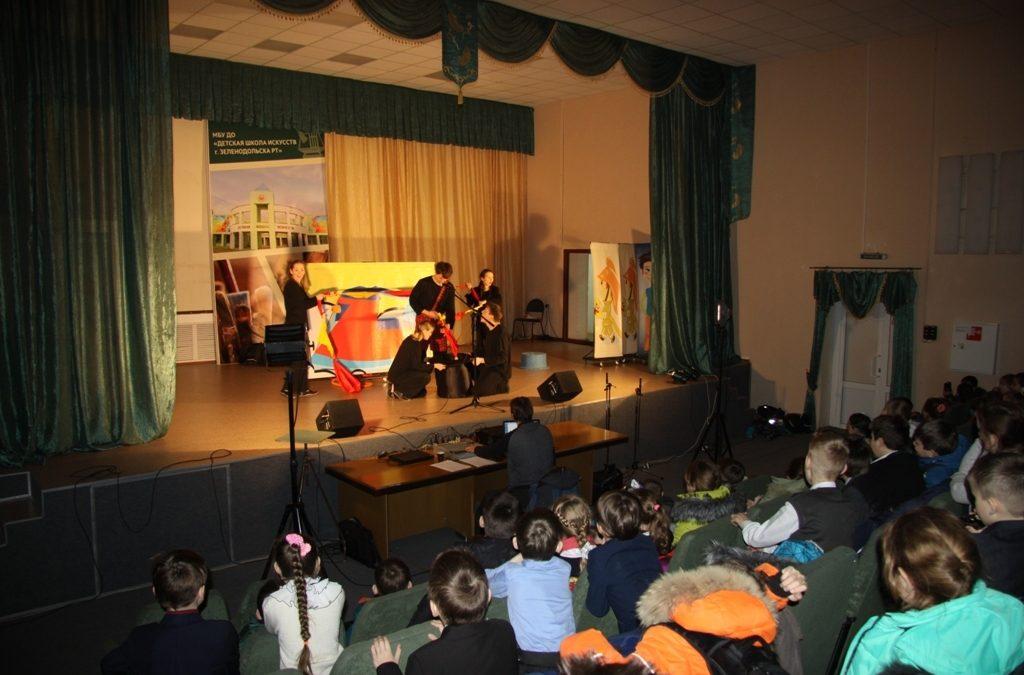 «Великий и опасный» — под таким названием  бугульминские артисты  представили на суд юных зрителей Зеленодольского района сказку-клоунаду на противопожарную тематику