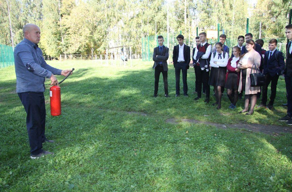 Обучающие занятия с учащимися старших классов провели работники Зеленодольского ВДПО