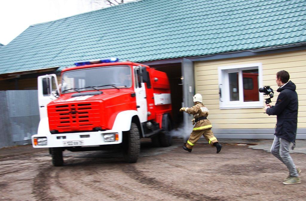 Про пожарных добровольцев – для детей и взрослых. Съемочная группа  казанских тележурналистов  побывала в гостях у раифских пожарных.