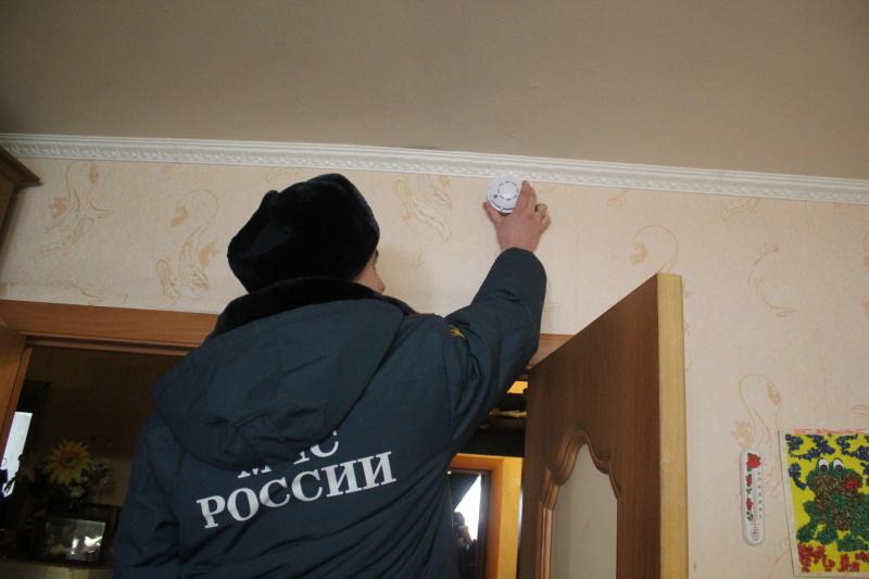 В Татарстане стартовал очередной этап президентской программы по безвозмездной установке автономных пожарных извещателей. Остерегайтесь мошенников!