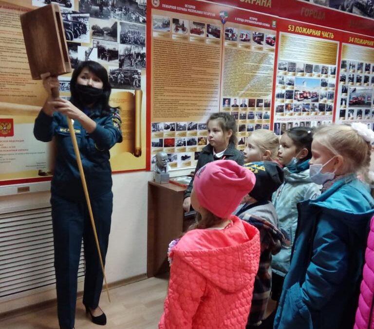 Историей пожарной охраны и ВДПО интересуются зеленодольские школьники.