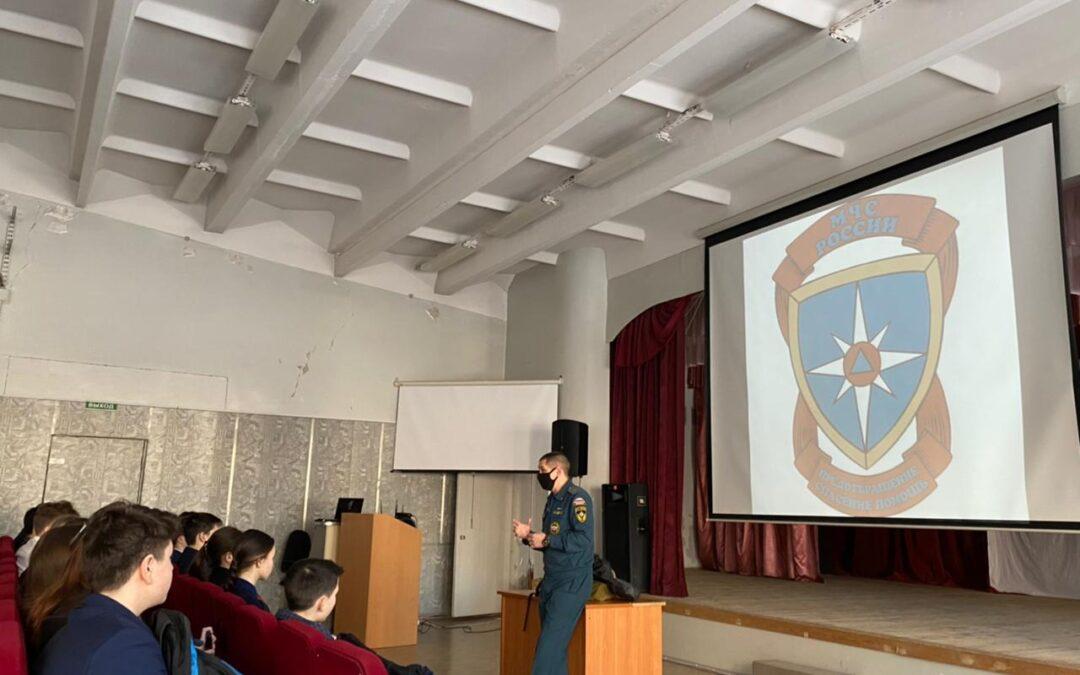 Всемирный день гражданской обороны: сотрудники МЧС России провели для обучающихся школ Автограда открытые уроки